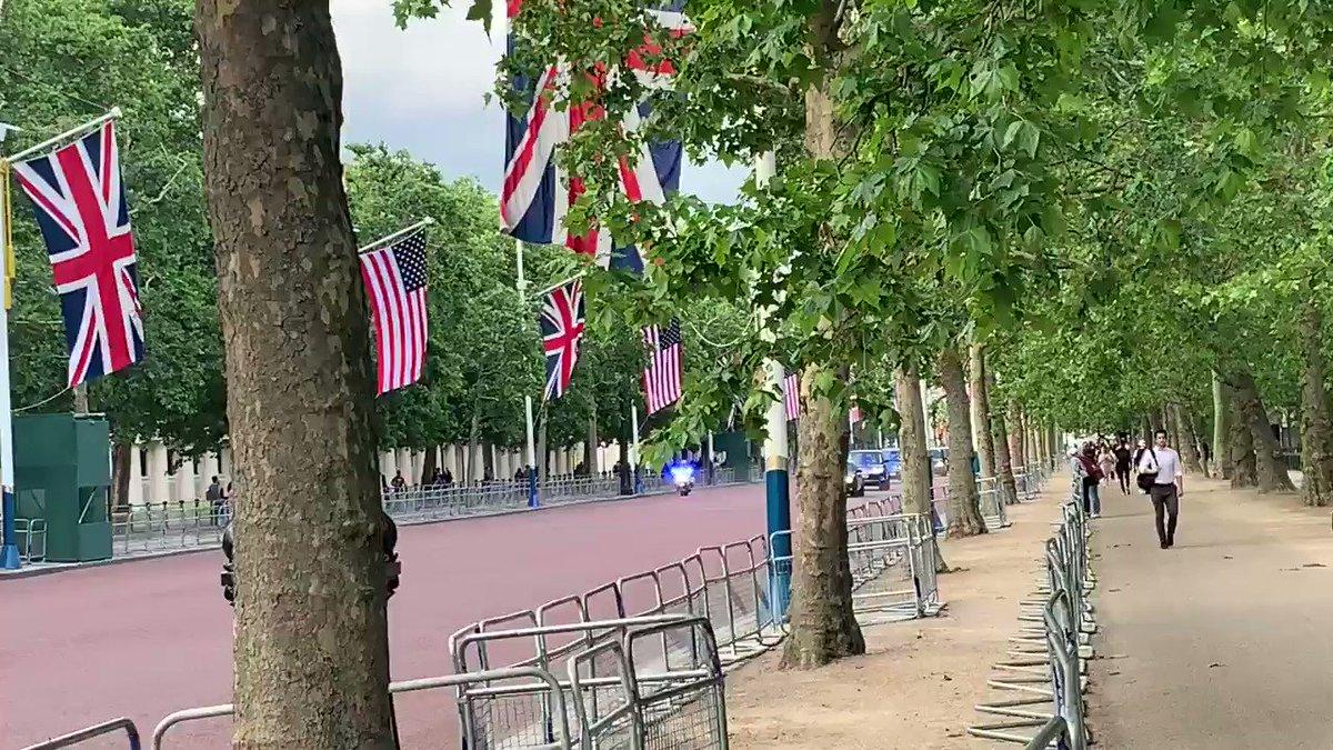RT @betty_friedrich: Not many people here to greet Trump.... https://t.co/z8GmefbdYi