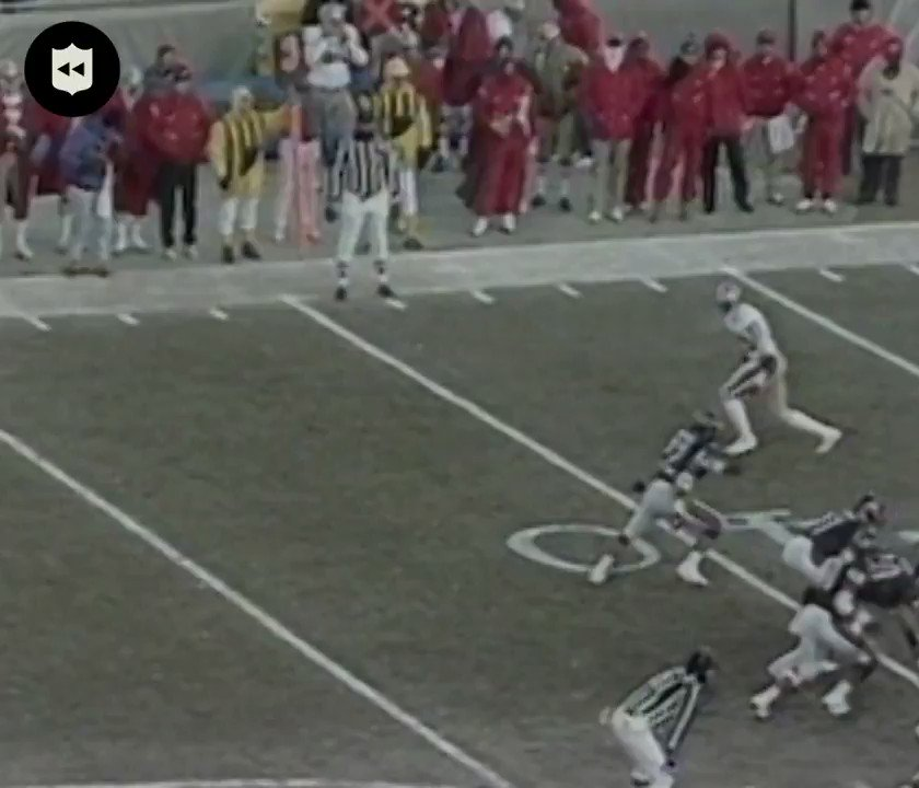 .@JerryRice made defenders look silly 🔥 (1988 NFC Championship) @49ers https://t.co/16kSXLIaMK