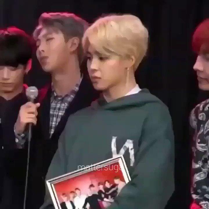 의 미디어: RT @aengelicbts: random question: who from bts do u sneeze like?? jimin, jungkook, jin or tae?? 👀
