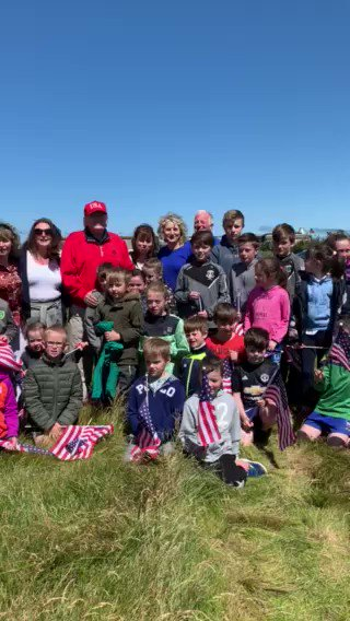 .@realDonaldTrump stops by for an impromptu photo with local school kids in Ireland, who were hoping to catch a glimpse of him in Doonbeg.🇺🇸🇮🇪☘️