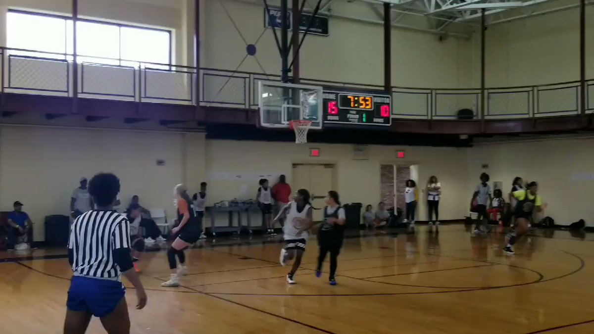 🚨 #IEJRAACamp 🚨 @InsiderExposure #CGHR   - 2023 - Guard  - Monica Williams - Best Choice Unites (IN) - Gets going down hill towards the rim 🔥💨💨  With the nice finish....  @FlyOnTheWallWBB @coachkent02 @NYGHoops @SkinsHoops86 @ILXCITEMENT @CKPremierBall @BlueStarMedia1