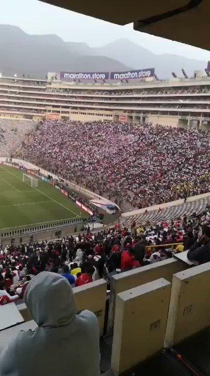 Todas las personas que se fueron ayer desde el minuto 70 del partido por favor no vuelvan al estadio nunca más. Ganando o perdiendo a la selección 🇵🇪 se le alienta hasta el final, más aun a este equipo que nos ha dado muchas alegrías!!!!!! #ArribaPerú #ComoNoTeVoyaQuerer