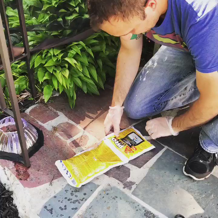 How does Sika Post Fix Fence Post Mix perform in rainy conditions