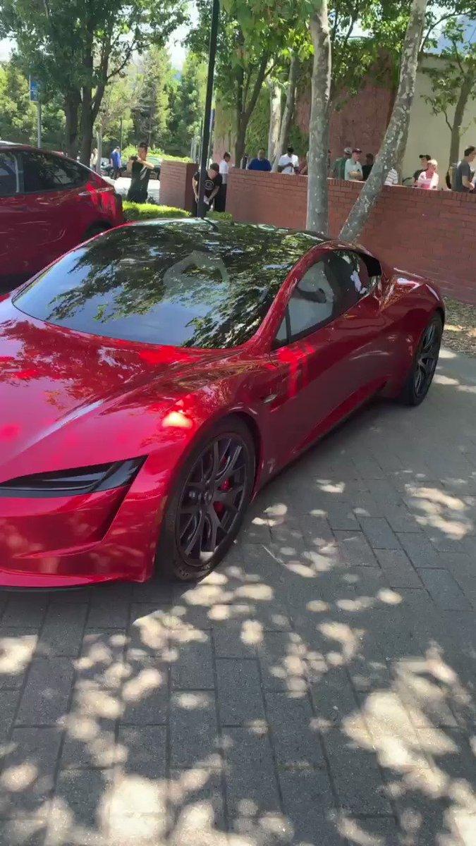 RT @teslaownersSV: .@tesla roadster and Model Y https://t.co/4GL7rXG6ek