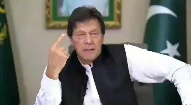 کوٸی مجھے یہ بلیک میل نہ کرے کہ حکومت چلے جاٸے گی میری حکومت تو بہت چھوٹی چیز ہے میرے لٸے میری جان بھی چلی جائے مگر ان چوروں کو نہیں چھوڑوں گا۔میں اپنے اللہ سے وعدہ کرکے آیا ہوں۔ وزیراعظم @ImranKhanPTI #PMIKAddress