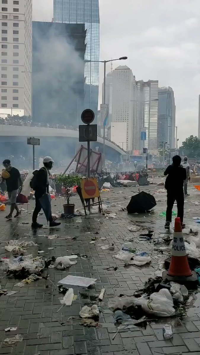 This was the second or third round of gas. Fired into a group of people (me included) moving away from the police, not rushing them #ExtraditionBill