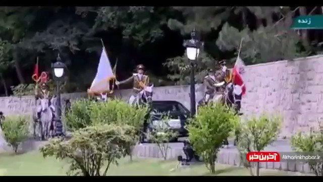 こういうのは日本で放送されないよね・・・ 騎馬で車を先導する・・ しかも、国旗を持ってっていうのは、非常に斬新。 イランも最高度に日本の首相を歓迎してくれてる アメリカとイランの中間に立って、どちらからも歓迎されるってのは、日本くらいしかないんじゃないだろうか・・。
