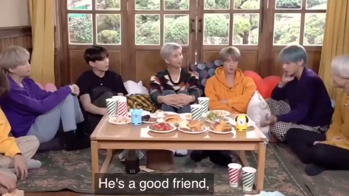 """I am absolutely devastated. Taehyung says """"나의 하나밖에 없는 정말 베스트 프렌드"""" which translates to """"my one and only true best friend"""" 🤧🤧🤧🤧"""
