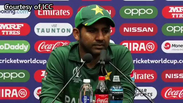 """Sarfaraz Ahmed with some ❤ for the fans. """"Whenever we come to England, there's a lot of support here. Thanks to the crowd for supporting us all the time and hopefully they will do that against India as well"""" #CWC19"""