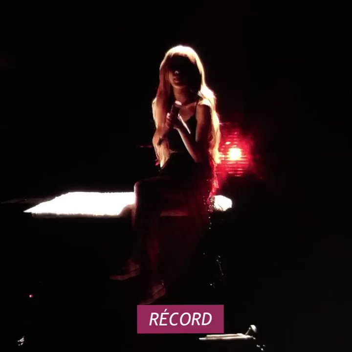 """girls don't want boys with six-pack abs, girls want a studio version of rosé singing """"coming home"""" 😤 #RoséYouMadeIt"""