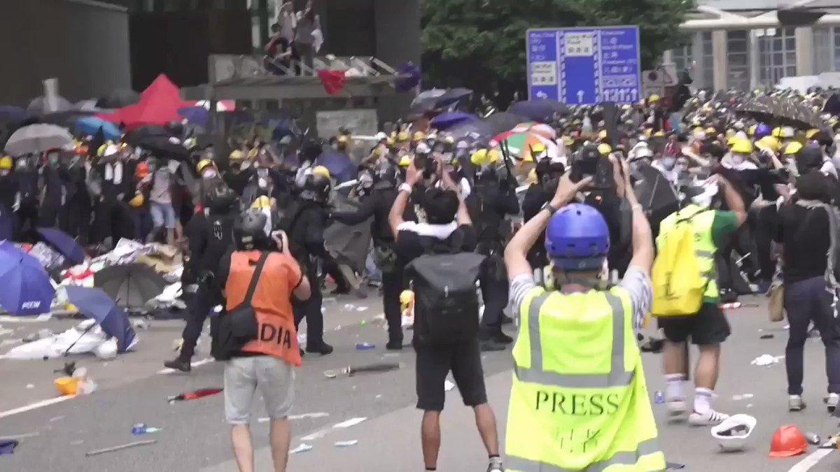 和平的示威……😌😌