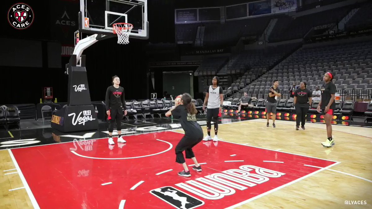 """It wouldn't be a trip to The House without Vanessa getting some buckets with @kaymac_2123 @14Sugar @JackieYoung3 @CarolynSwords @Kelseyplum10   """"PUT ME IN COACH!"""" 🗣"""