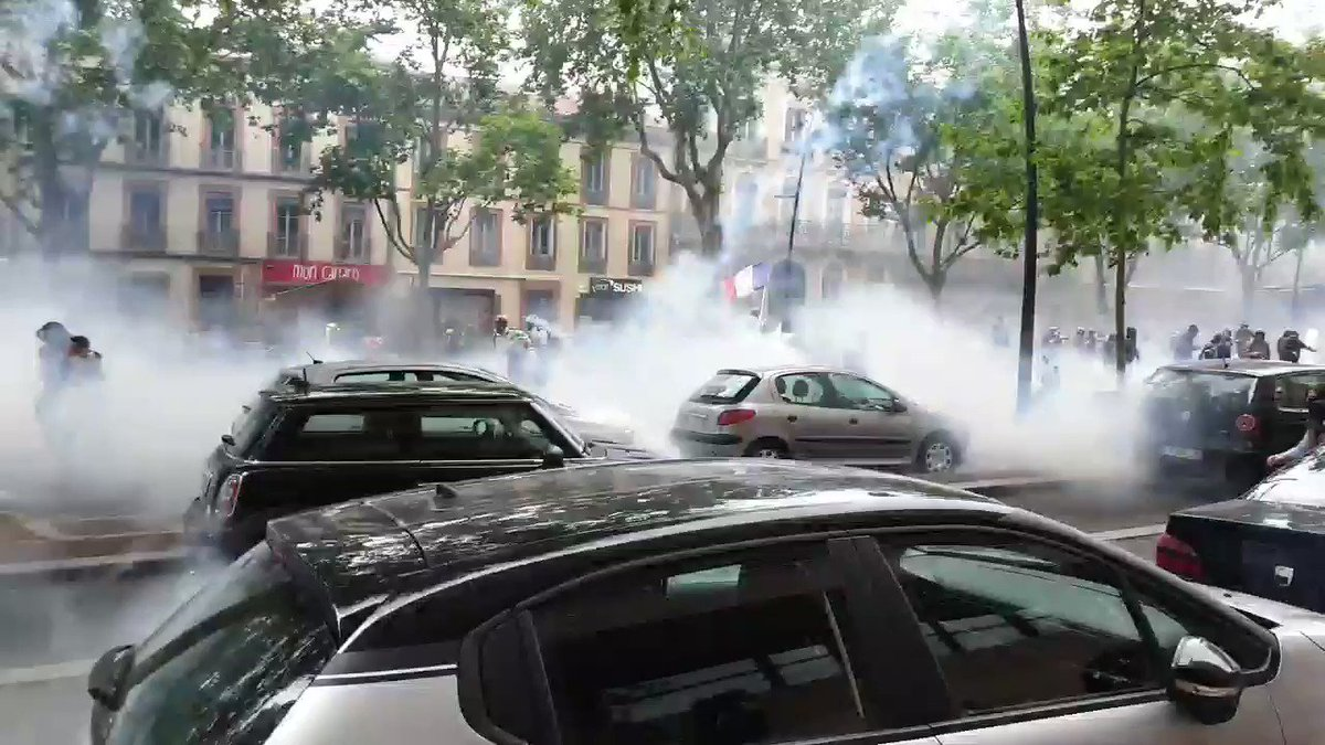 French police used massive amounts of tear gas on anti-government protesters in Toulouse earlier - another day marked by shocking government violence. Perhaps if this happened 6,000 miles away in Hong Kong the BBC would report it. #GiletsJaunes #Acte31