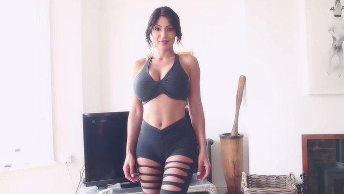 💄 Fernanda Ferrari 👠 Personal Trainer 💣  #personaltrainer #fernandaferrari #veryfit #workout #hugeboobs
