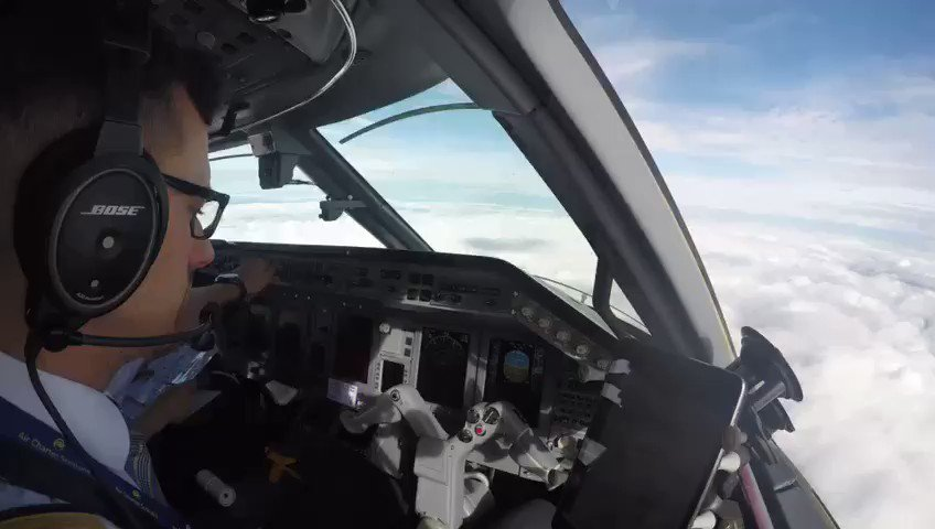 Busy at work, a short time-lapse our Legacy 650 crew on approach to @LDNLutonAirport. #bizav
