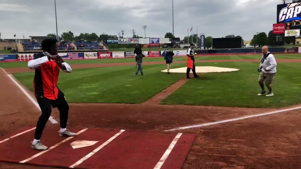 .@BernieKosarQB with the first pitch to kick things off here at @God_Son80's Celebrity Softball Game! 🥎