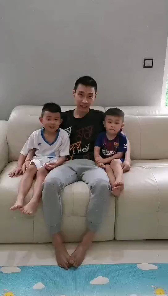 Happy Father's Day to all the great dads and papas around the world ! Give yourself a pat at the back . Memang not easy to be a dad . Playing toys with them is as tough as playing doubles with Koo-Tan or Wee Kiong-Vshem. Gambateh , Father Father sekalian ! #happyfatherday