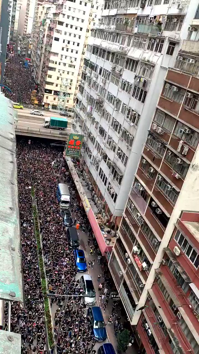 Minutes later... ant army multiplied. #hongkong #Extraditionbill