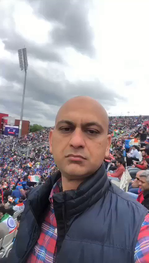 Look at this bliss! #indvspak #IndiaVsPakistan #WeHaveWeWill #SarfarazAhmed #ViratKohli #ICCCWC2019 #ICC #Cricket #WC2019 #CWC19 #CWC2019 #AUSvPAK #pakvsaus #msarimakhtar @2019WC @ZAbbasOfficial @StarSportsIndia