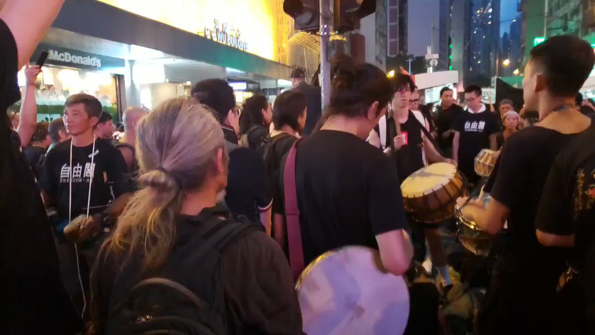 Drum up and march on. A group of artists are producing spirited beats on Hennessy Road. Five hours after the #AntiELAB march started, end of tail is out of sight and Harcourt Road outside gvmt HQs are occupied.