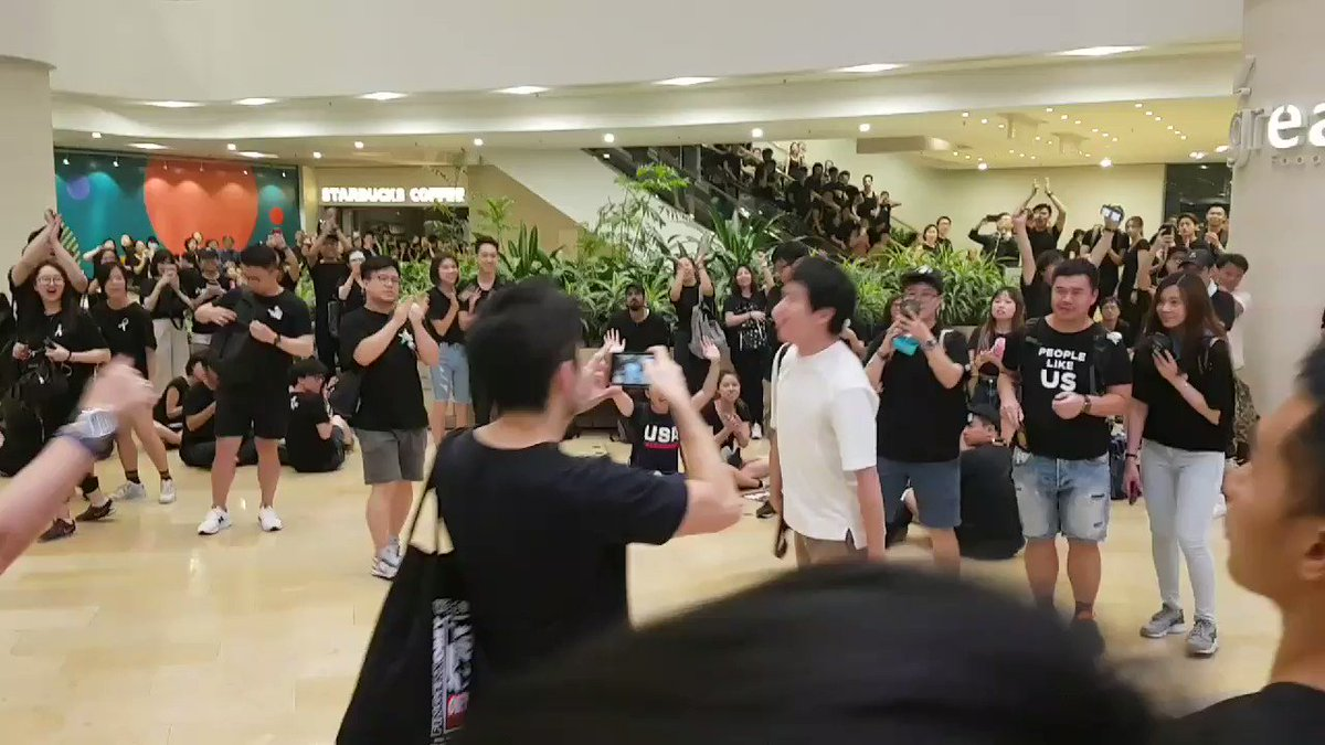 Huge cheers from crowds inside a nearby mall, as democrat Roy Kwong passes through. He bows as protesters applaud him.  👉In full: http://bit.ly/extraditionhk  💪 2019 Funding Drive: http://bit.ly/HKFP2019 #NoToChinaExtradition