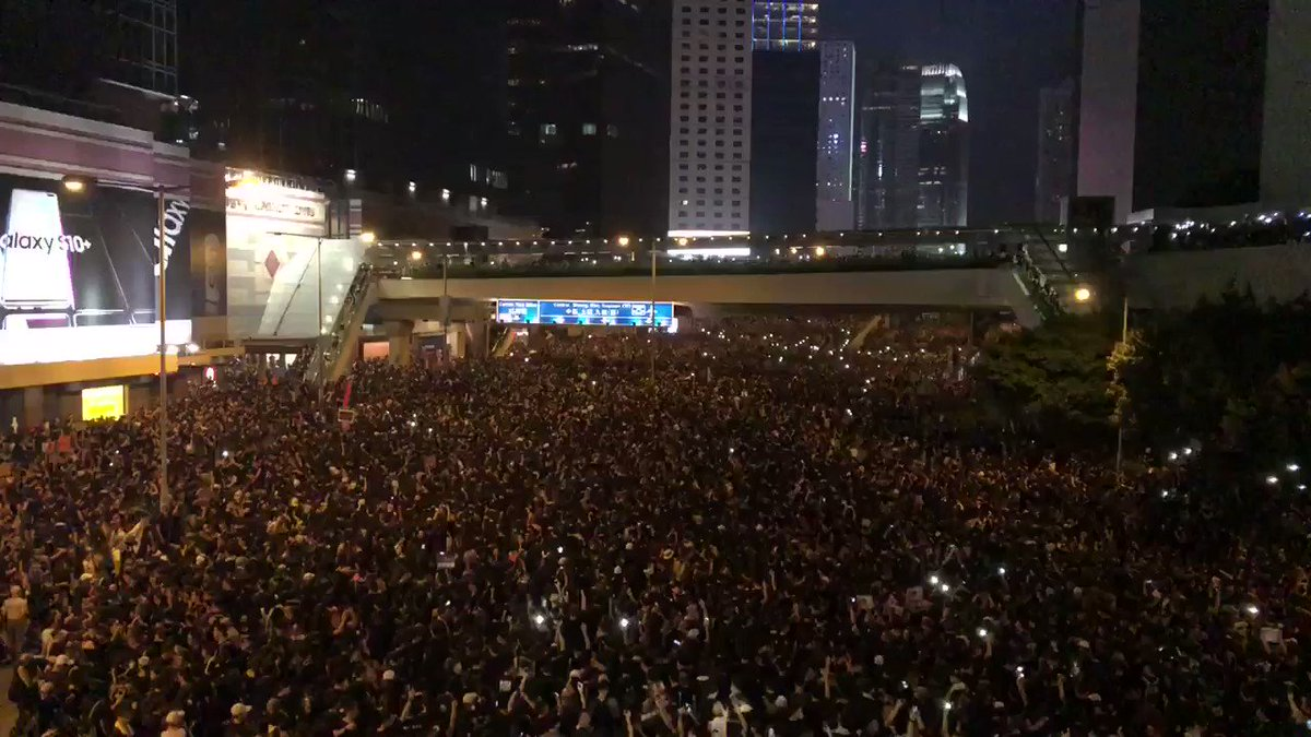 """They're back. 香港人加油! (""""Go, Hong Kongers!"""")"""