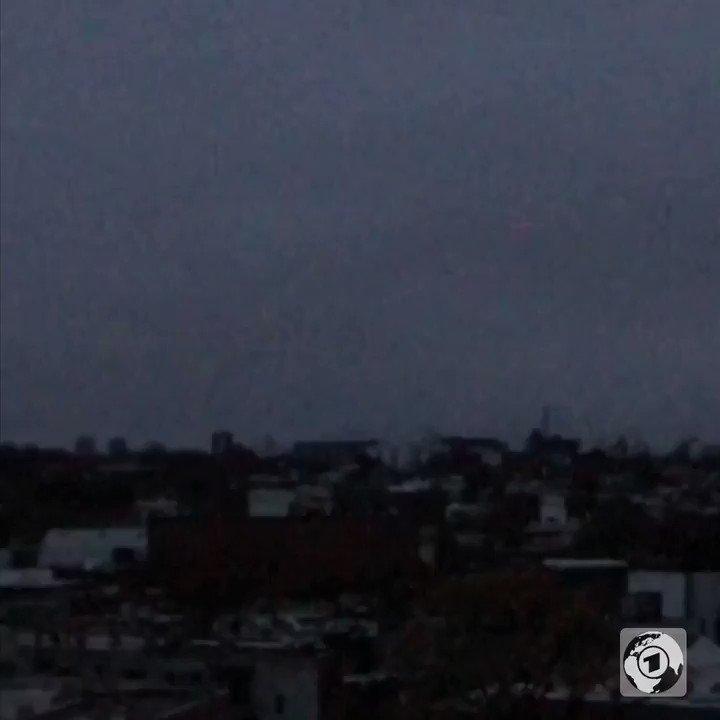 Así luce Montevideo, Uruguay, por la falla de energía que les afecta desde este amanecer.... (Video cortesía de @tagesschau).