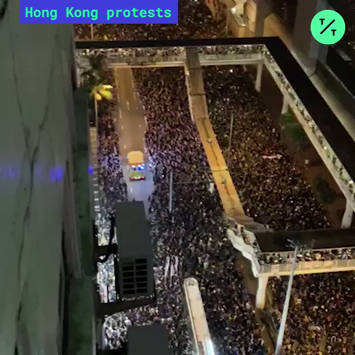 WATCH: Hong Kong protesters made way for an ambulance during today's #ExtraditionBill protests #HongKongProtest #香港 #反送中