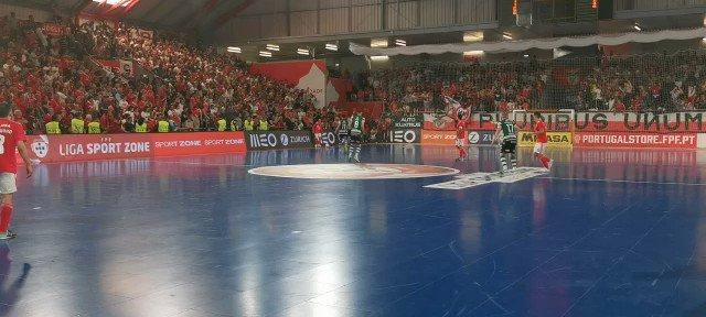 E o Benfica é campeão! #Reconquista #FutsalBenfica https://t.co/VE1SIzkLwm