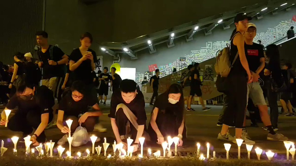 As we conclude this evening's coverage, demonstrators are sleeping on Harcourt Road, as others offer tributes to the protester who fell to his death on Sat. Join us in the morning for updates.   Our full #notochinaextradition protest coverage: http://bit.ly/extraditionhk