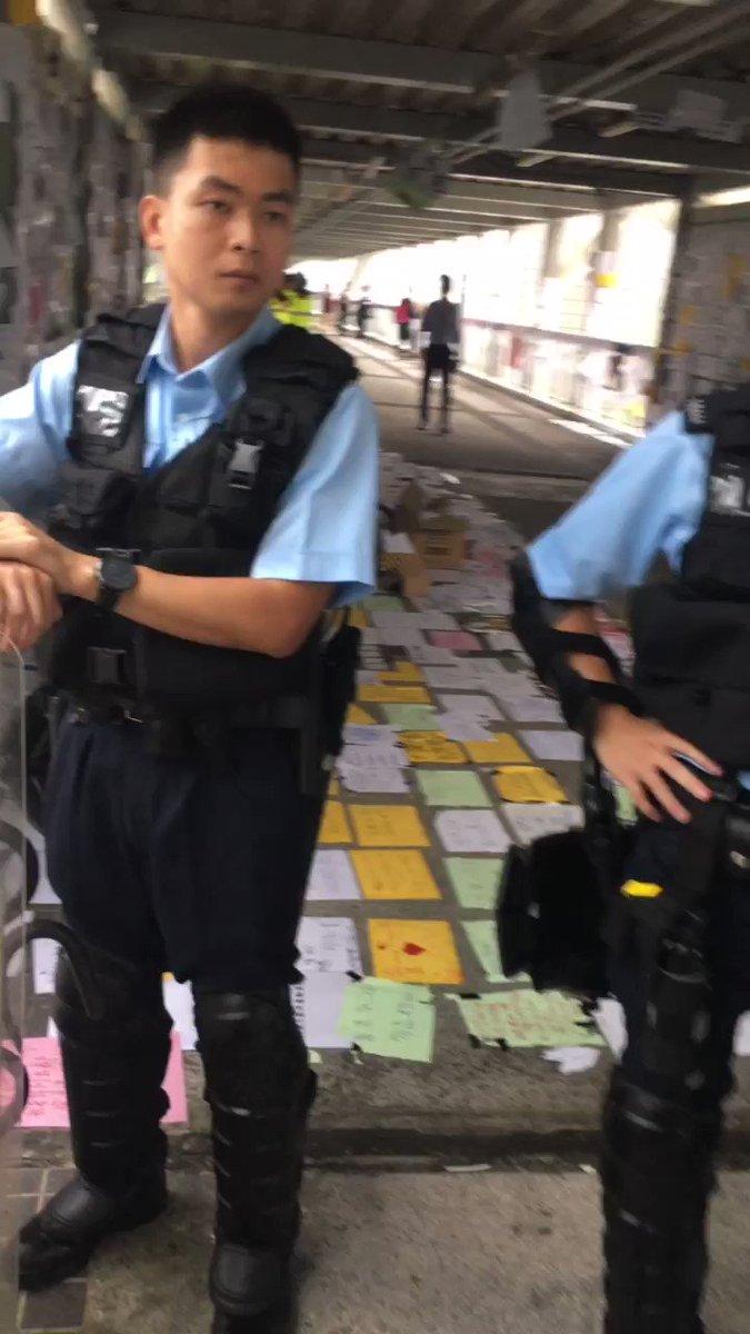 金鐘現場最新消息我這邊警察號碼全部錄下來了
