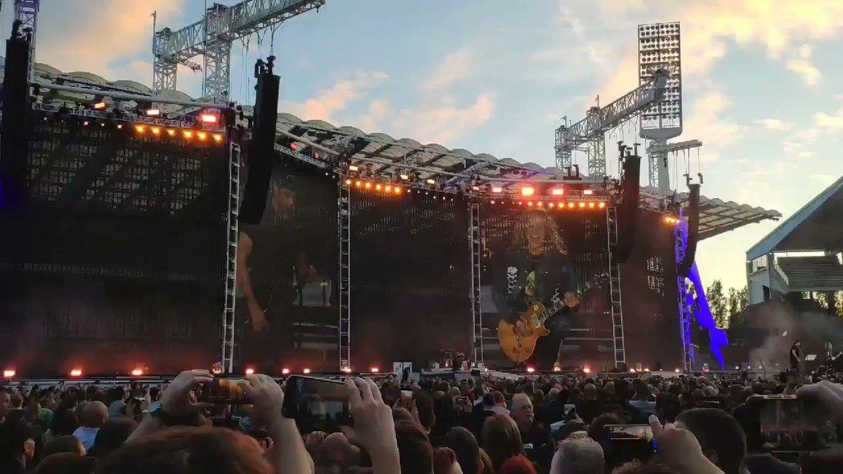 Ça plane pour moi !  #Metallica #PlasticBertrand #PogoPogo #Belgium #Belgique #Belgie https://t.co/5pkpwa8l8e