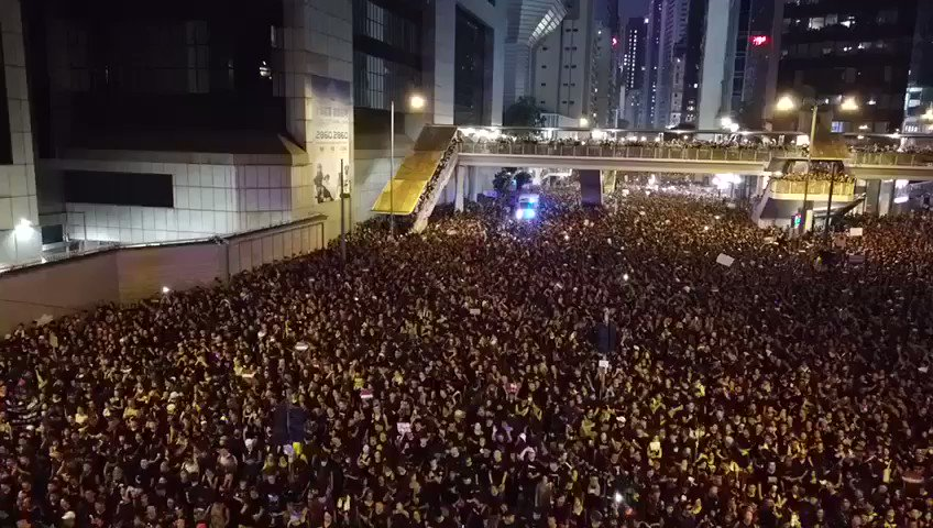 The #HongKongProtest parts like Moses parting the Red Sea for an ambulance trying to get through. Lovely stuff.