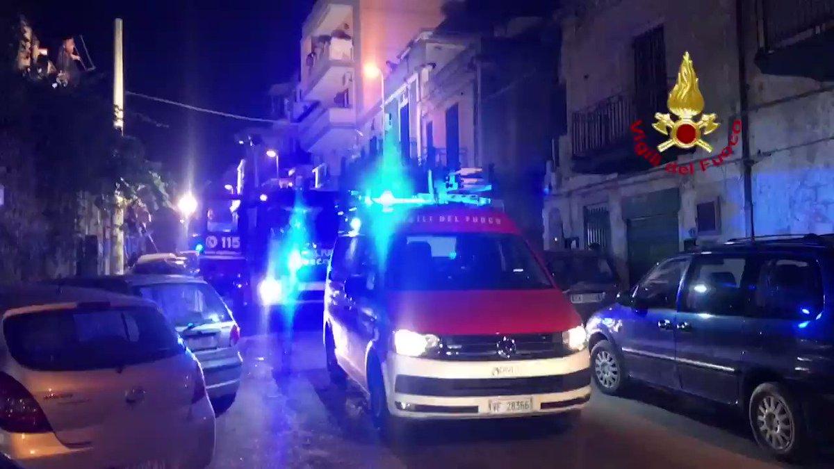 #Palermo, ieri sera #incendio in un'abitazione al primo piano di una palazzina nel quartiere Altarello. I #vigilidelfuoco, durante le operazioni di spegnimento, hanno rinvenuto il corpo senza vita di un anziano