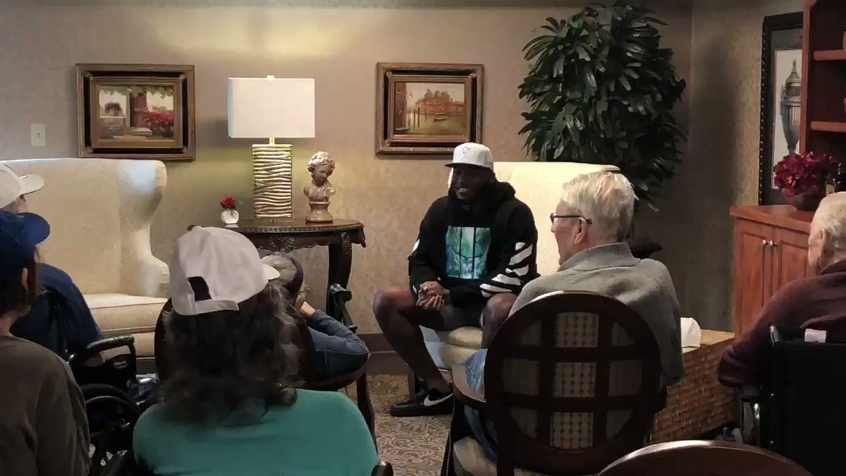 .@Colts defensive lineman @TyquanLewis4 spent his afternoon visiting patients with dementia and reading to them. Tyquan shares that he spent time in college volunteering in assisted care facilities & his grandmother was affected by the disease. @AlzIndiana #Colts