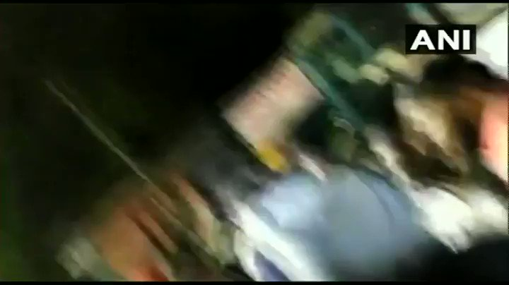 #WATCH Shiromani Akali Dal MLA, Manjinder Singh Sirsa, manhandled by protesters in Mukherjee Nagar during a protest against the thrashing of auto driver Sarabjeet Singh and his son by Police. (Note: abusive language)   #Delhi  #ManjinderSinghSirsa