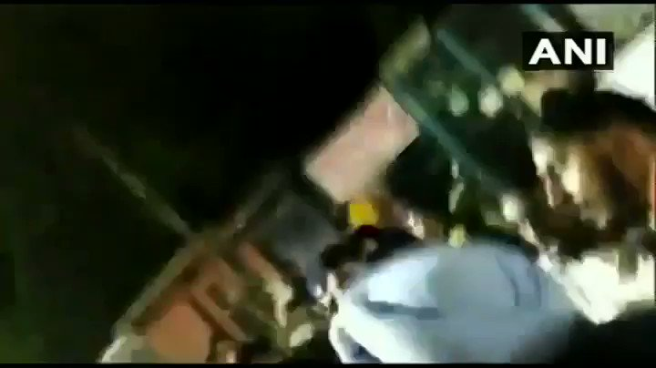 #WATCH Shiromani Akali Dal MLA, Manjinder Singh Sirsa, manhandled by protesters in Mukherjee Nagar during a protest against the thrashing of auto driver Sarabjeet Singh and his son by Police. (Note: abusive language) #Delhi   Video Credit: ANI