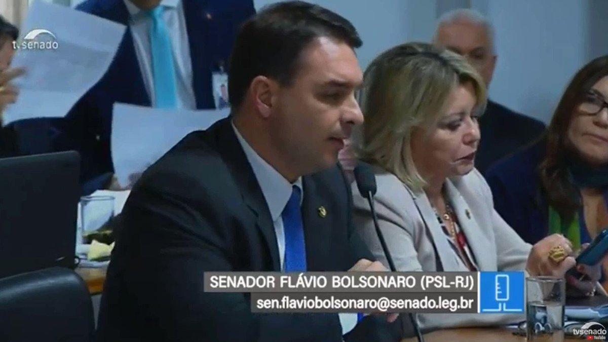 Mesmo quando penso que os Bolsonaros não podem mais me chocar, eles provam que estou errado. O que o amigo de Queiroz diz aqui é inacreditável: