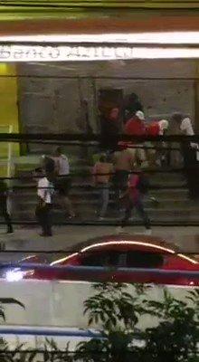 Tegucigalpa. Se reportan saqueos en la capital de Honduras. Las tomas de calles siguen y la rebelión de los comandos de Fuerzas Especiales