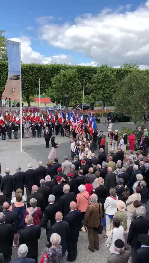 Très belle cérémonie à la stèle du souvenir André Maginot sur le parvis du Centre de congrès. Des élèves de CM2 interprétant la Marseillaise.#Caen #centredecongrés #cérémonie #Veterans https://t.co/ltxiODd8Of