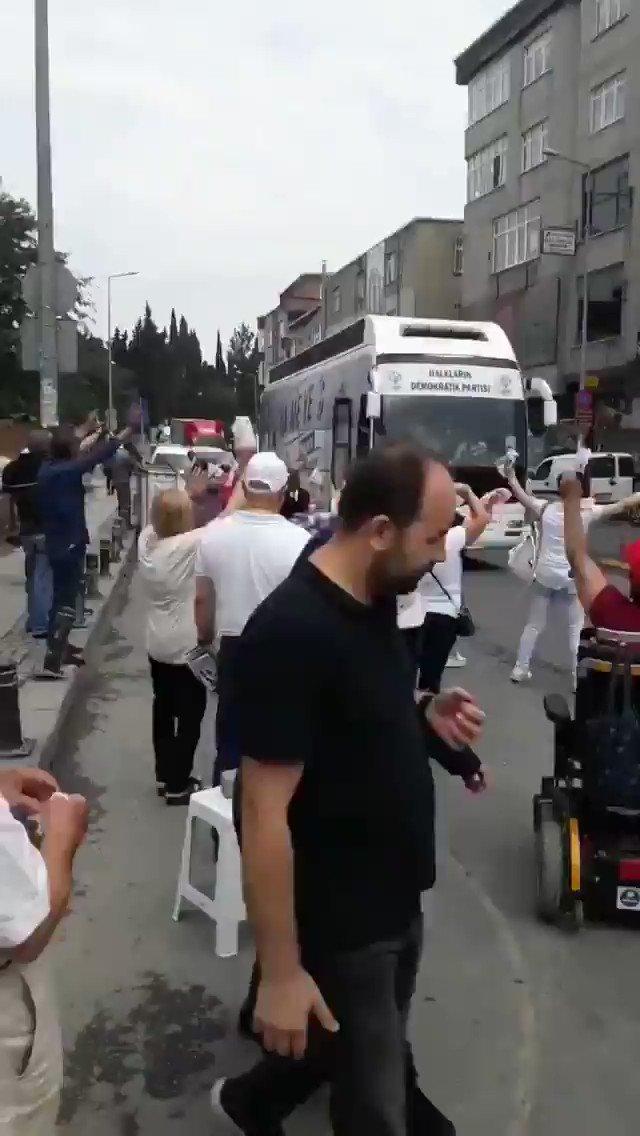 RT @ttahaber: CHP ve İP temsilcileri, kravatlı teröristleri selamlıyor. https://t.co/WuXcqwMukv