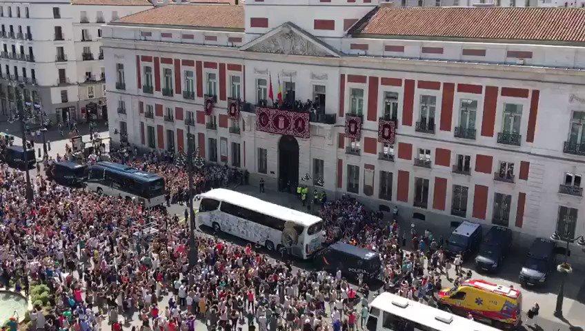 ¡Qué vista tan privilegiada de la celebración de la 35ª liga 🏆 del @RMBaloncesto 🏀!  ¡Enhorabuena madridistas! 🙌🏼🧡 #HalaMadrid