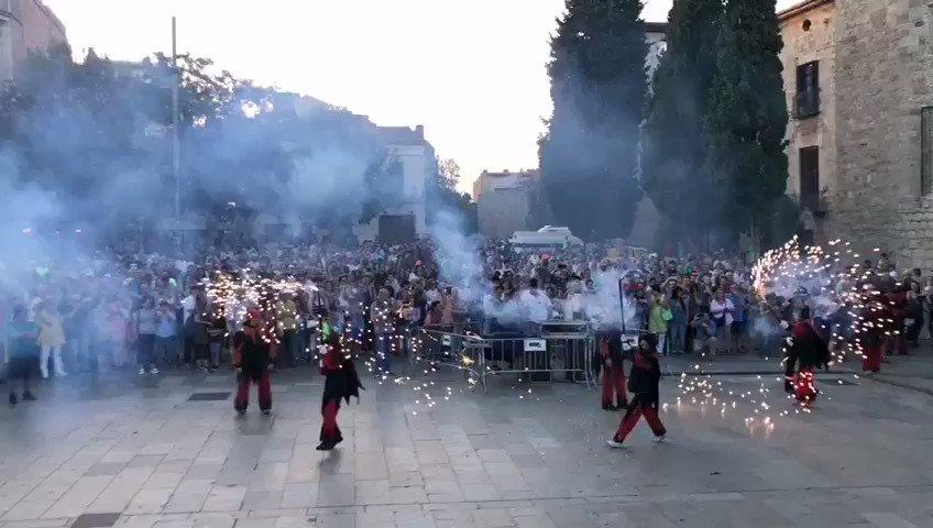 Ara és el torn de les entitats que omplen la plaça Octavià de música, foc i cultura @Bastonersstc @gausacs @caparrots_cugat @diables_stcugat #SantCugat