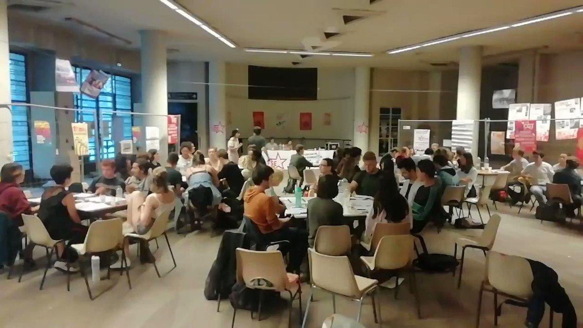 Hier soir, se concluait 2jours de débat sur les textes fondateurs de la FSE. Lhymne des femmes a retentit dans le hall de la bourse du travail de Bordeaux. ✊ #CongrèsFSE