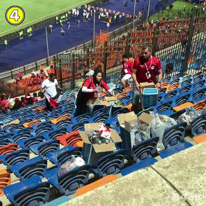 Egyptian fans stayed behind long after the whistle to clean up the stadium. Respect. 👏🇪🇬 @caf_online @AbdulRahmanTl3t