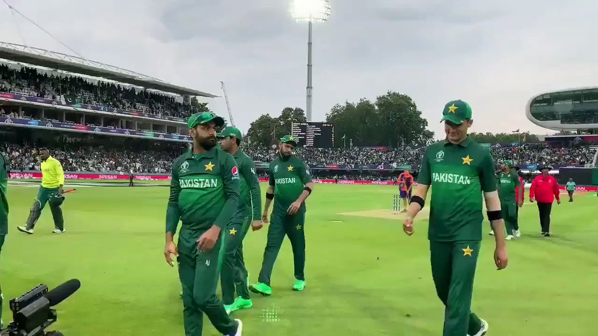The Pakistan team salute their adoring fans as they walk off 👋#WeHaveWeWill   #CWC19