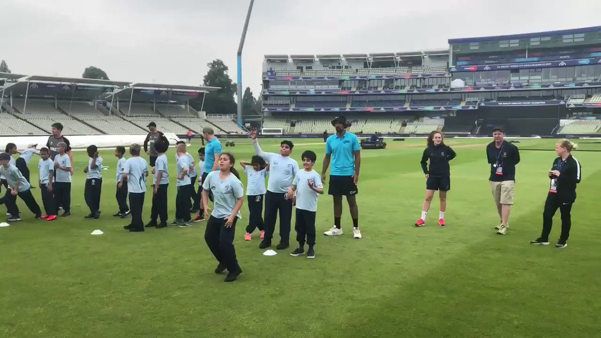 👏🏏 Great to welcome @BLACKCAPS this afternoon who put on a @ICC Cricket 4 Good coaching session with Manor Park School from Aston.@JimmyNeesh, @manuz05, @ish_sodhi and @HenryNicholls27 were 👍.#Edgbaston #OD4C #BackTheBlackcaps