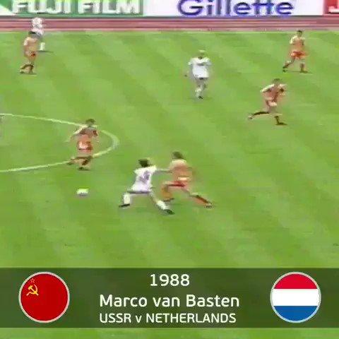 Le 2️⃣5️⃣ juin 1988, Marco van Basten nous offrait ce bijou en finale de lEuro 🤩☄️✨