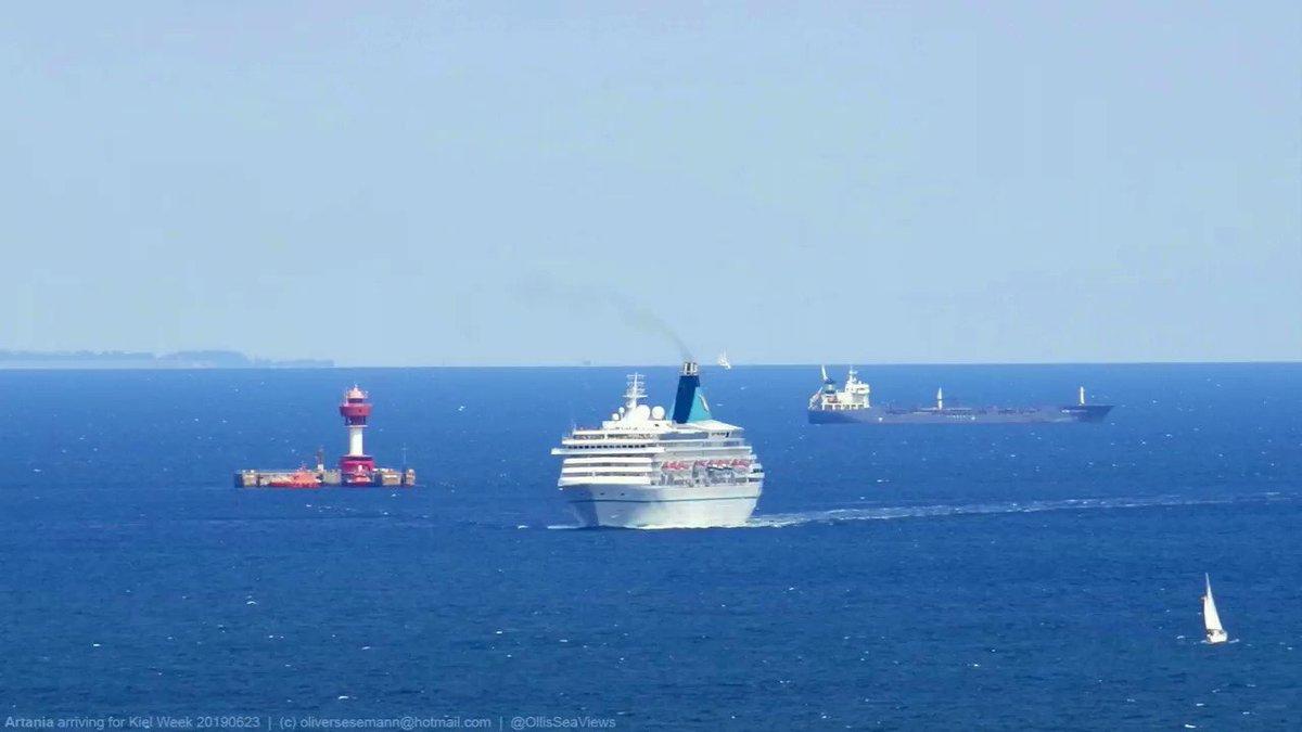 Iconic #Artania seen arriving for #KielWeek on Saturday. Blt. 1984 as #RoyalPrincess, she was an important step in cruise ship design by @KNUDEHANSENAS. @PhoenixReisen|s #MSArtania kam am Samstag zügig zur #KielerWoche. #KielPilot @KiWoOnline #KiWo19 #KiWo2019 #ShipsInPicspic.twitter.com/zBqwaynj3u