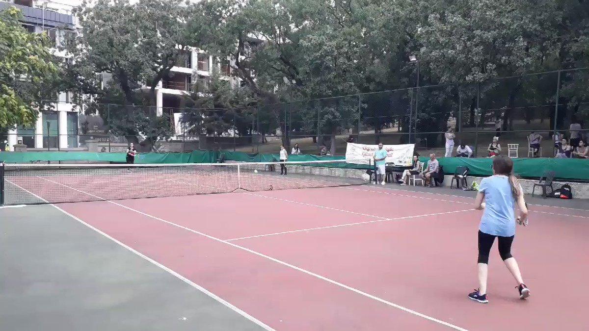 #öğretmeniylegüzelistanbul il tenis şampiyonası tüm hızıyla sürüyor. @tcmeb  @ziyaselcuk  @memleventyazici